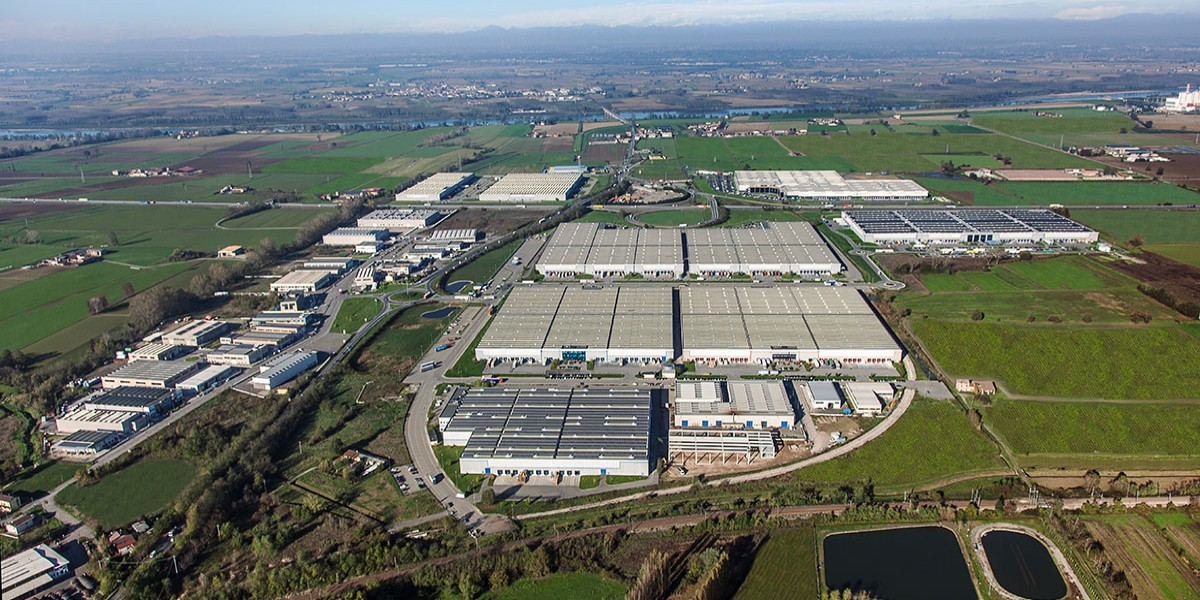 Since 2004, developed and leased over 1,500,000 m² of distribution space for a total value of over EUR 700 million